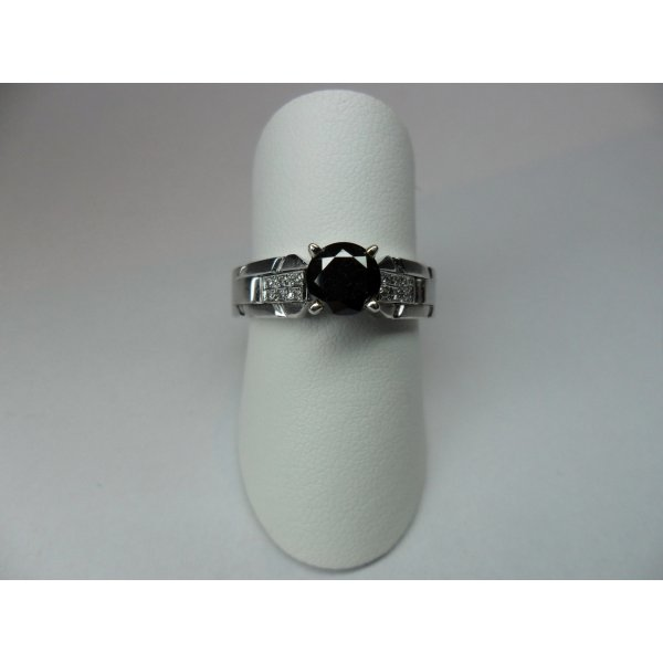 Eliro ring with black diamond