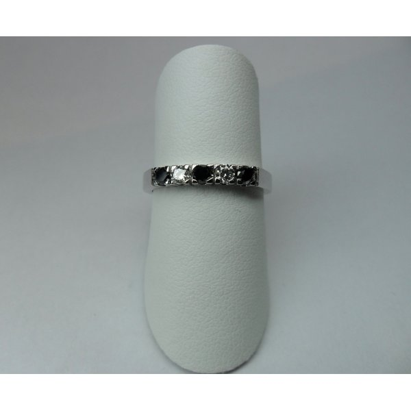 Row ring with black diamonds